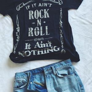 ROCK AND ROLL TEE 🤘🤘